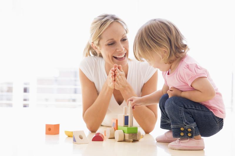 assistante maternelle et fillette