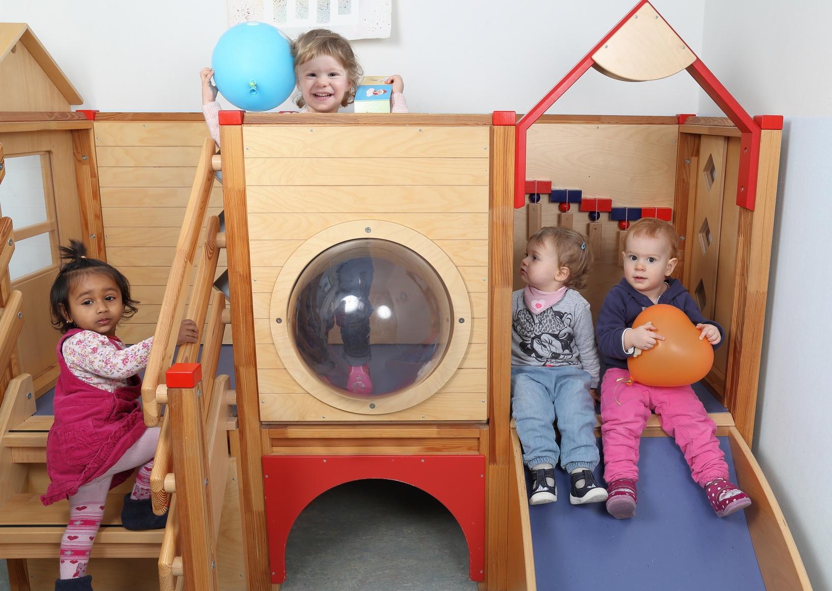 enfants dans une créche / halte garderie