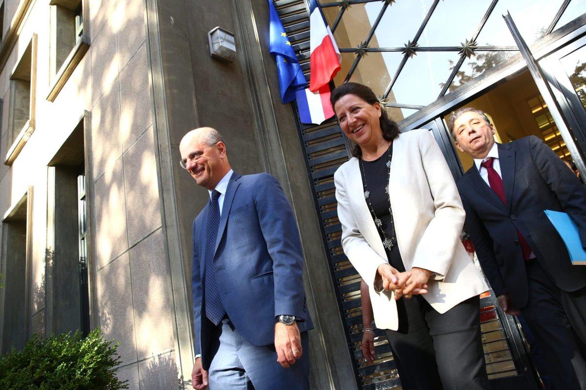 Michel Blanquer et Agnès Buzyn devant le lycée Jean Zay pour lancer le Parcours santé 0-6 ans