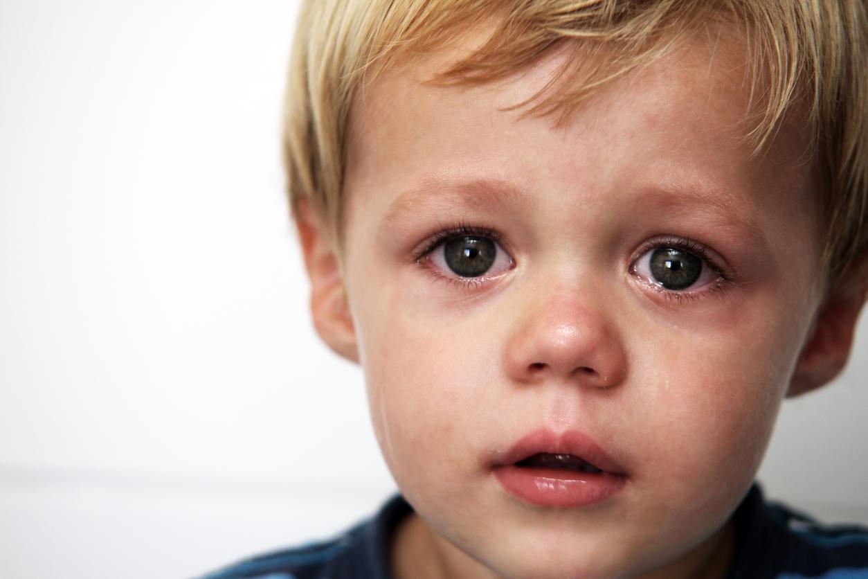 tout-petit qui pleure