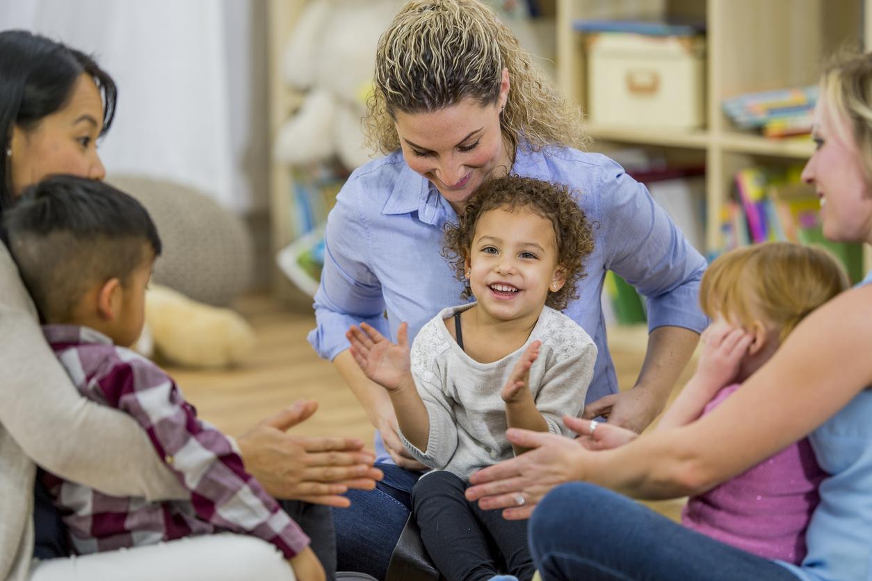 professionnelle en comptines avec des enfants