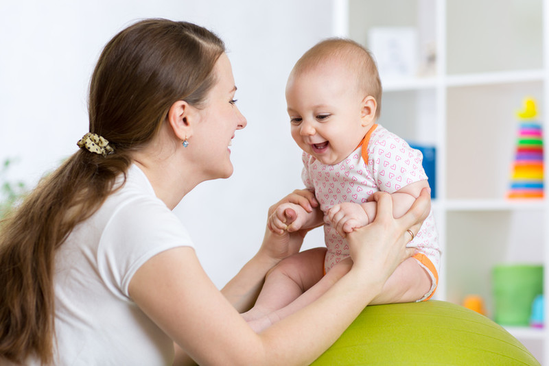 professionnelle de la petite enfance et bébé