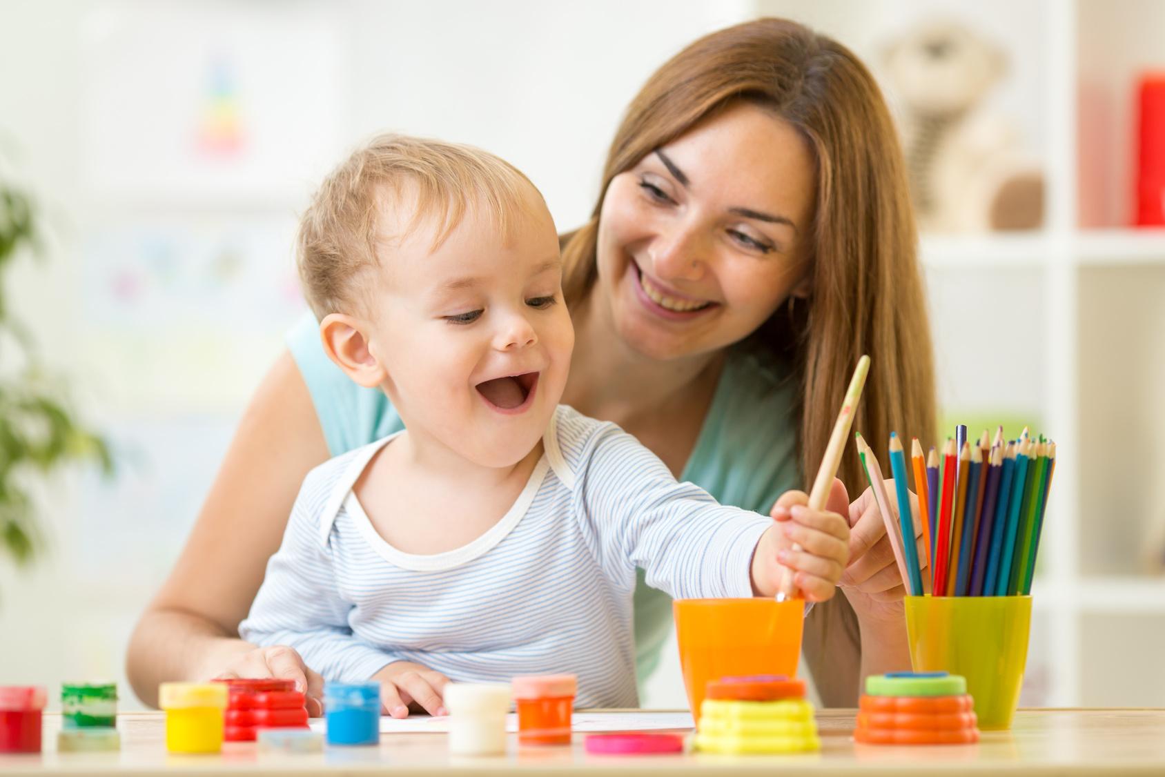 enfant et professionnel petite enfance
