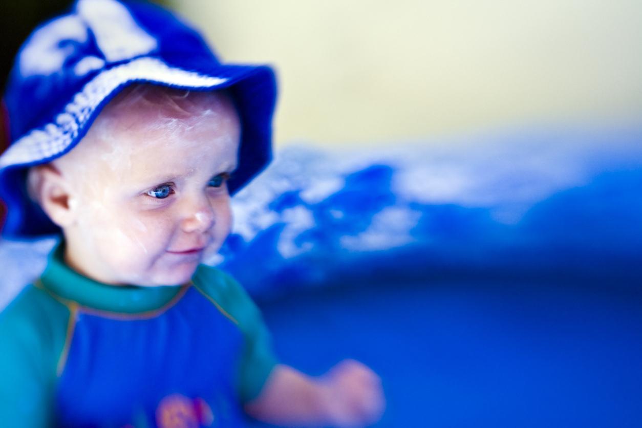 bébé-protection-solaire-été