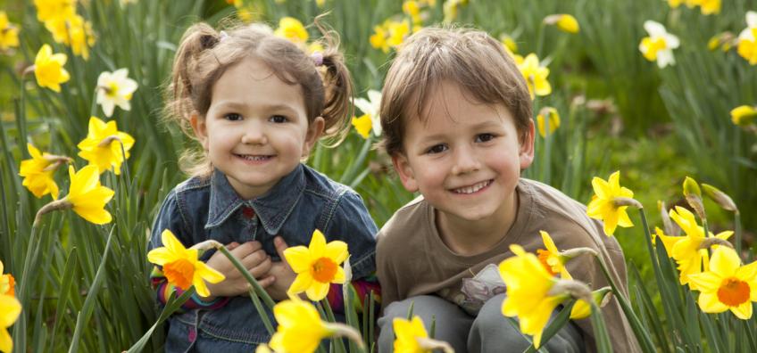 jeux d'enfants au printemps