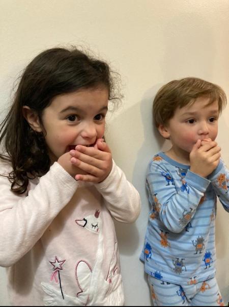 deuxw enfants étonnés