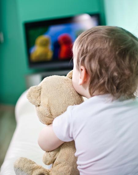 enfant devant télé