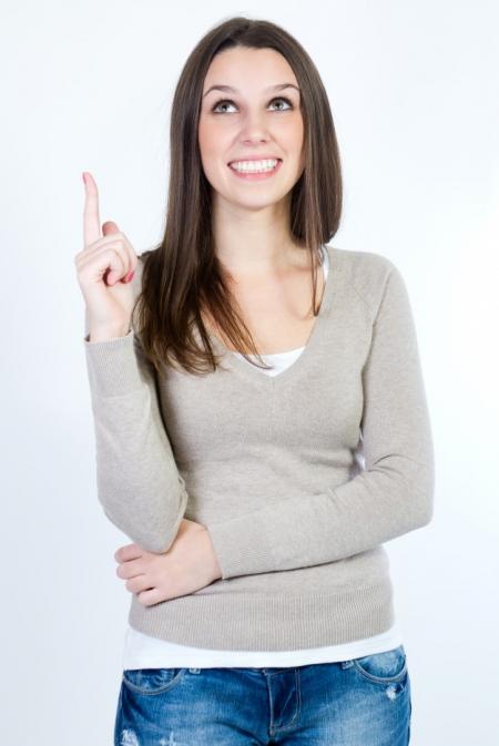 femme levant la main