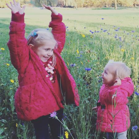 Enfants qui jouent dehors