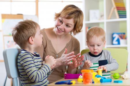 Professionnelle  avec deux jeunes enfants