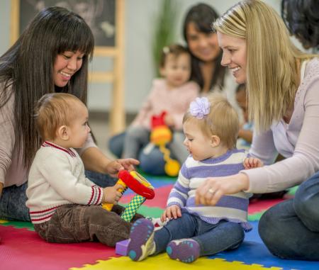 assistantes maternelles et bébés au RAM