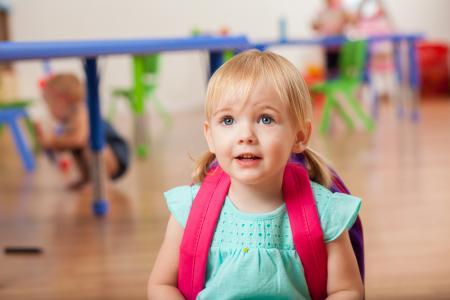 petite fille rentrée école maternelle