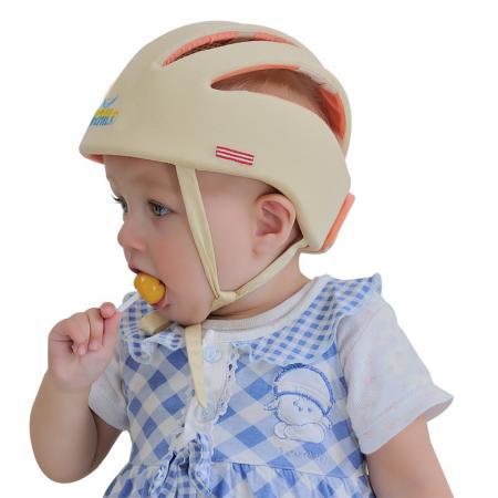 Enfant avec un casque de protection