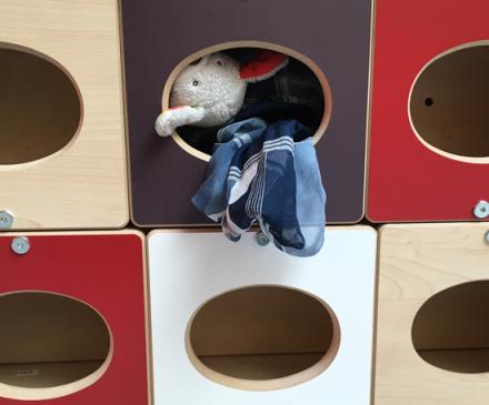 casiers pour doudous à la crèche