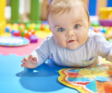 Bébé dans une maison d'assistantes maternelles