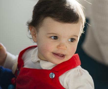 Petite fille souriante