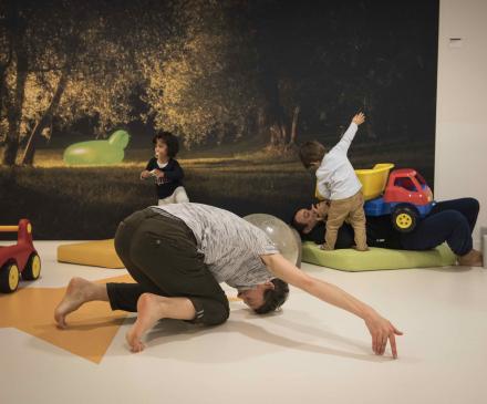 l' art et l'enfant à la crèche Champs d'Etoile