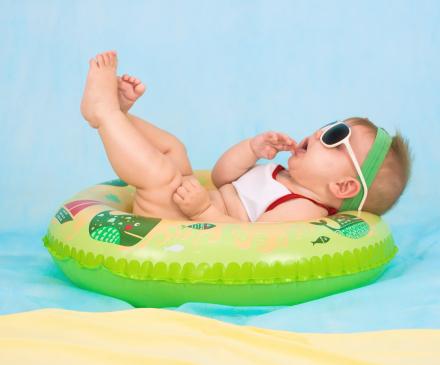 Bébé sur une bouée