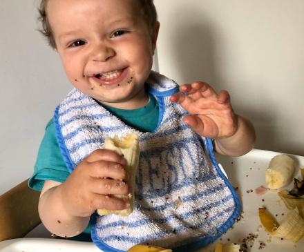 bébé en DME avec banane