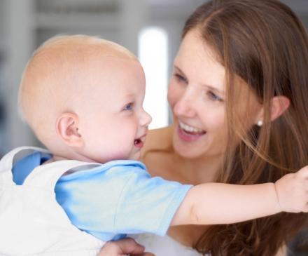 Femme et bebe