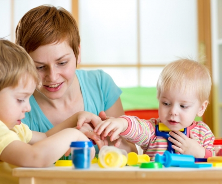 professionnelledel'enfance avec jeunes enfants