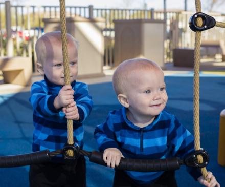 petits garçons jumeaux