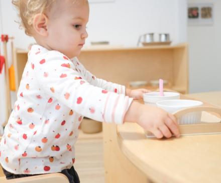 Enfant dans une crèche Montessori