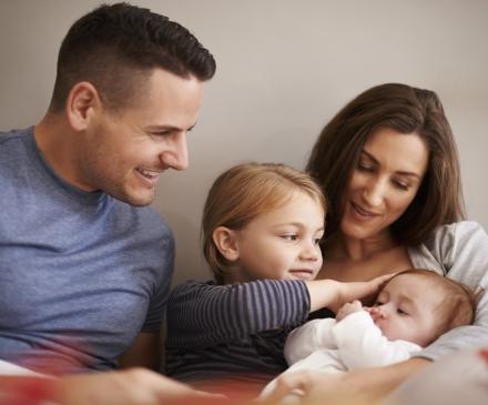 une famille : parents +bébé+ enfant