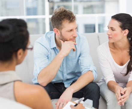 couple en médiation familiale