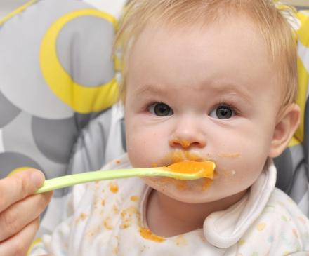 bébé qui ne mange pas