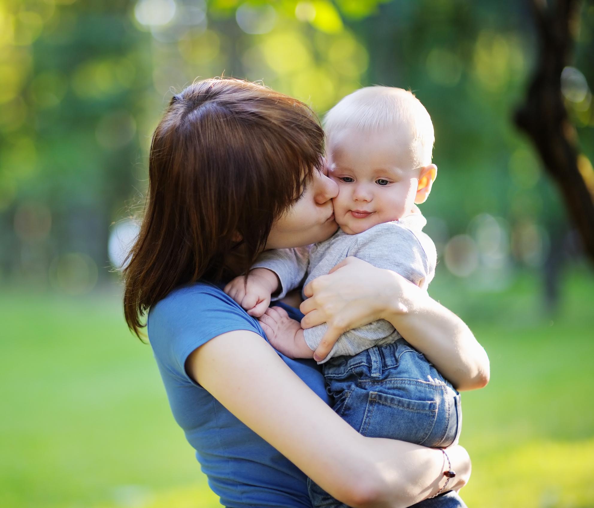 Maman qui redoute la séparation avec bébé