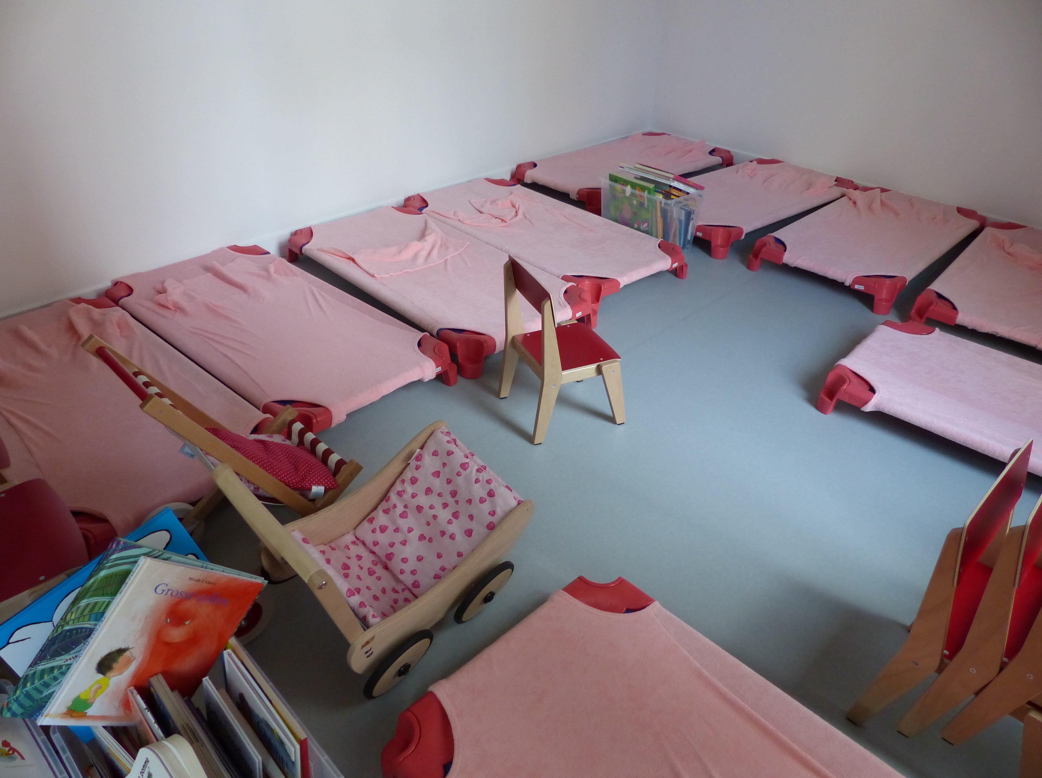cr ches comment am nager l espace repos des petits lesprosdelapetiteenfance. Black Bedroom Furniture Sets. Home Design Ideas
