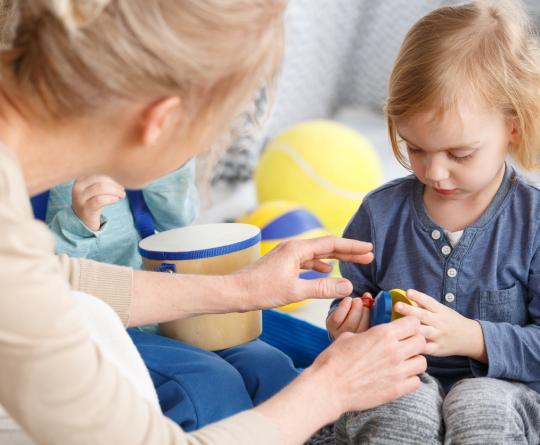 Professionnelle avec jeune enfant