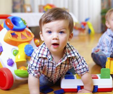 enfant dans une crèche