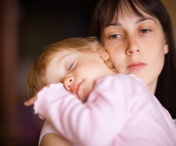 adulte fatiguée avec bébés