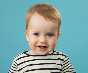 beau bébé souriant