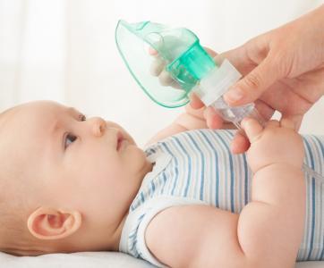 bébé faisant de l'asthme