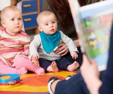 bébés en structure d'accueil