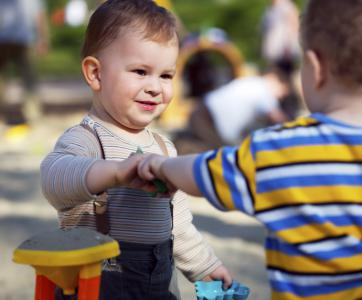 Enfants qui interagissent