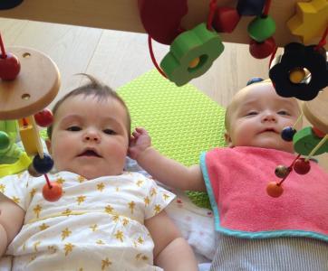 Bébés dans une crèche familiale