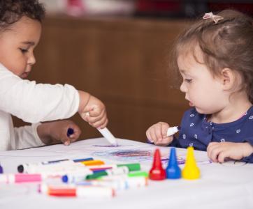 enfants qui dessinent