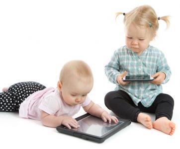 bébés devant écrans tactiles