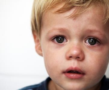 jeune enfant triste