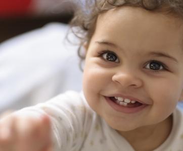 petit enfant heureux