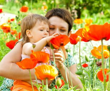 pro et enfant dans le jardin