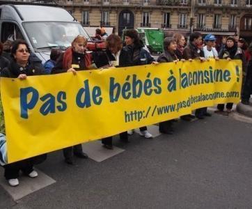 manifestation du collectif Pas de bébés à la consigne