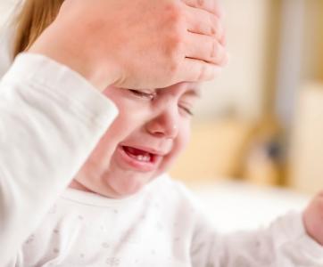 bébé malade qui pleure