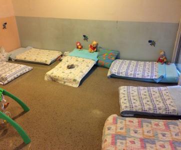 couchages au sol dans crèche