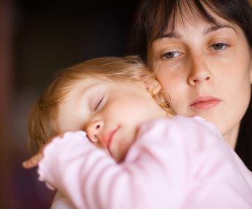 Professionnelle de la petite enfance fatiguée
