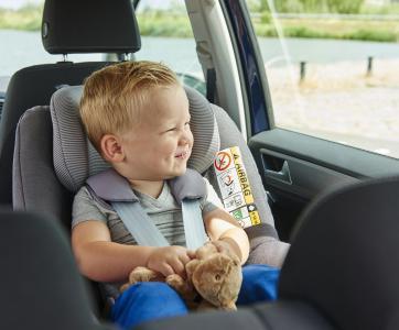 enfant dans un siège auto
